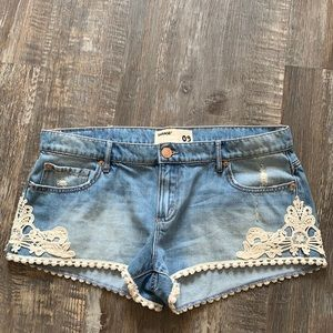 🌻3/20 Cute jean shorts great condition